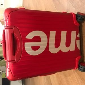 Supreme luggage 45L RED
